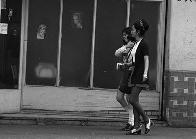 Se solicita peinadora, 1971